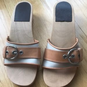 Coach Sandal size 6. Perfect condition.